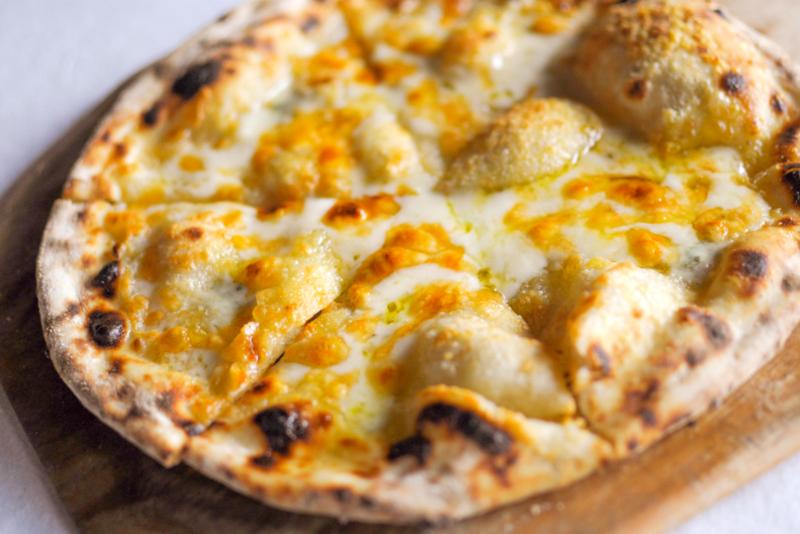 3種のチーズピザ 1,100円