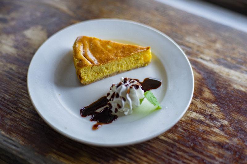 県産素材を使ったチーズケーキ